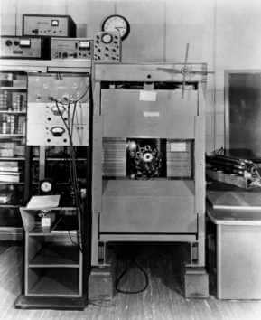 Libby's anti-coincidence counter. The circular arrangement of Geiger counters (center) detected radiation in samples while the thick metal shields on all sides were designed to reduce background radiation. Credit: University of Chicago Photographic Archive, apf1-03874, Special Collections Research Center, University of Chicago Library.