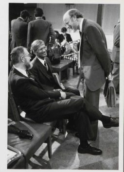 William Campbell (right) talks to Mohammed Aziz (center) and Kenneth Brown (left) at the 1987 press conference in Washington D.C., during which Merck CEO Roy Vagelos announced that the company would donate ivermectin for the prevention of river blindness. Courtesy Merck.