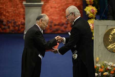 Satoshi Ōmura receives his Nobel Prize from H.M. King Carl XVI Gustaf of Sweden at the Stockholm Concert Hall, 10 December 2015.